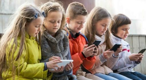 smartphone-social-telefono-cellulare-ragazzi-981x540